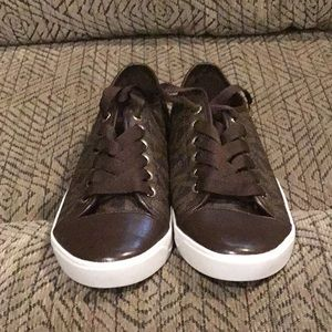 DR2) Women's brand new Michael Kors Shoes